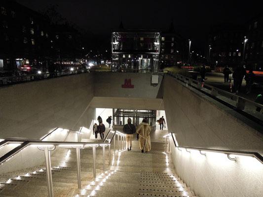 Moderne, helle U-Bahn-Stationen prägen die neue Kopenhagener M3 Cityringen –hier Enghave Plads. Foto: C. Schumann, 2019