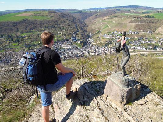 Hoch hinaus: Blick vom Rheinsteig auf Oberwesel. Foto: C. Schumann, 2017