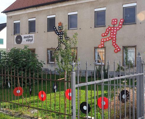 """""""Austrovinyl"""" ist in Fehring in einem historischen Altbau zuhause. Foto: C. Schumann, 2020"""