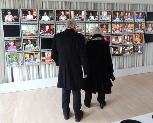 PixlArt: Die Ausstellung zur Königin Margrethe II zeigt auch eine Videowand mit vielen Neujahrsansprachen der dänischen Regentin. Foto: C. Schumann, 2020
