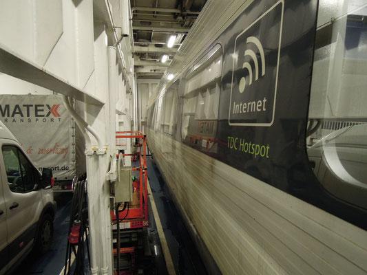 Einer der letzten dänischen IC3-Züge im EC-Verkehr auf dem Fehmarnbelt. Foto: C. Schumann, 2019