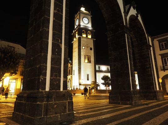 Abendstimmung in Sao Miguels Hauptstadt Ponto Delgado. Foto: C. Schumann