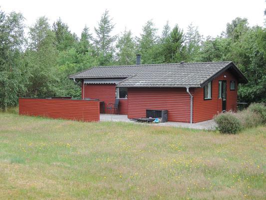 Dänisches Ferienhaus aus den 1960ern - das kleine Ferienglück von einst wird heute ab und an noch genutzt. Foto: Chr. Schumann, 2020