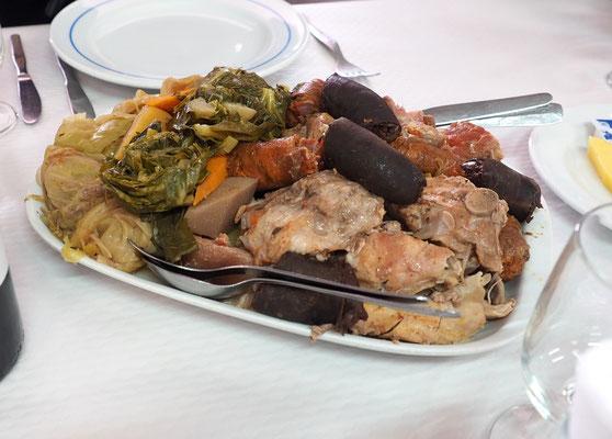 """Der Eintopf """"Cozido das Furnas""""  ist ein traditionelles Gericht der Azoren. Foto: C. Schumann"""
