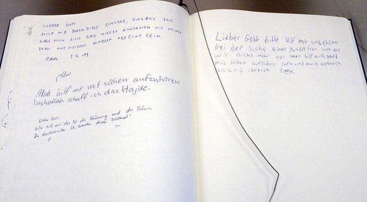 Dank und Bitten: Blick ins Gästebuch der Flughafenkapelle am Flughafen Hamburg. Foto: C. Schumann, 2019