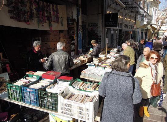 Flohmarkt an der Gasse Adrianou im Viertel Psiri. Foto: Christoph Schumann, 2020