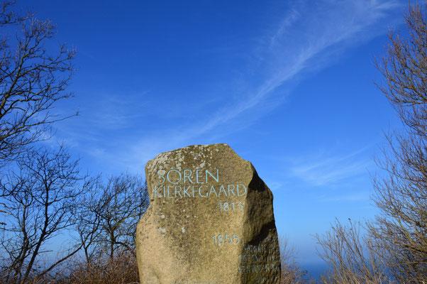 Der Kierkegaard-Stein bei Gilbjerghoved. Foto: Kierkegaard by Nature