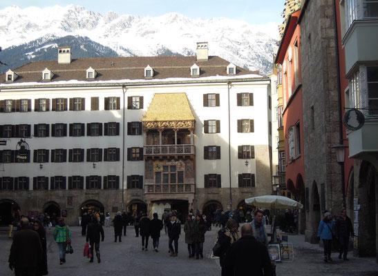 Innsbrucks Wahrzeichen: das Goldene Dachl in der Altstadt. Foto: C. Schumann