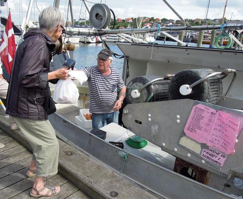 Frischer geht's nicht: Verkauf von frisch gefangenem Fisch ab Kutter in Struer