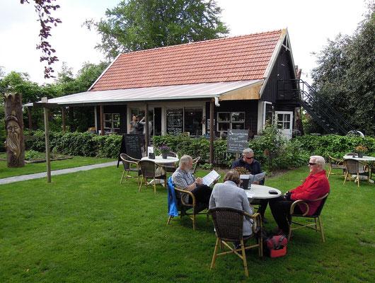 Im Garten des Theetuin d'Aole Pastorie im holländischen Zwartemeer. Foto: C. Schumann