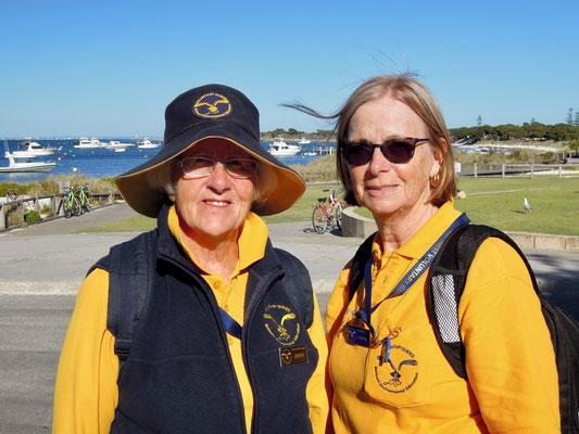 """Zweu """"Volunteers"""" auf Rottnest Island: Jenny Burke (links) und Lynette Taylor (rechts). Foto: Chr. Schumann"""
