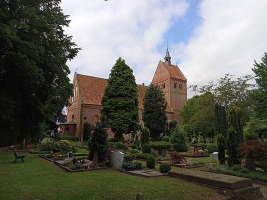 Sehenswert ist auch die  ev.-luth. St.-Johannes-Kirche in Bad Zwischenahn. Foto: Christoph Schumann, 2021