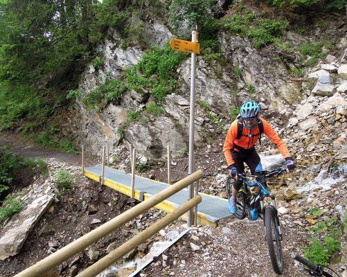 Mit dem E-Mountainbike lassen sich auch schwierige Strecken bewältigen. Foto: C. Schumann, 2016