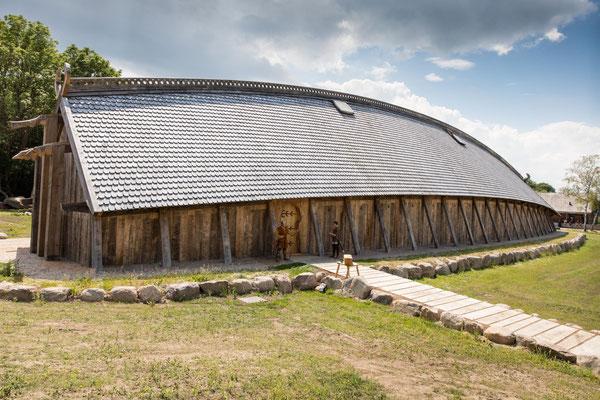Die neue alte Königshalle im Sagnlandet Lejre von außen. Foto: PR/Ole Malling
