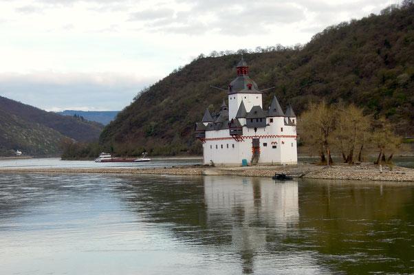 Romantischer Anblick – die Burg Pfalzgrafenstein im Rhein bei Korb. Foto: C. Schumann, 2017