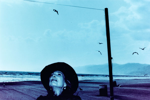 "Anton Corbijn: Joni Mitchell, Santa Monica, 1999. Foto: Anton Corbijn / PR / Bucerius Kunst Form. Ausstellung ""Anton Corbijn. The Living and the Dead """