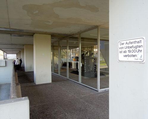 Tristesse pur: Blick auf das Skulpturenmuseum Glaskasten - wenig einladend.