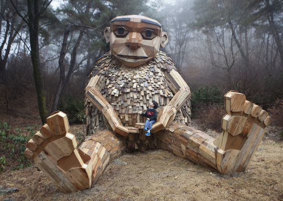 """Mamma Wok - einer von fün Trollen  der """"Mountain Trolls"""" in Südkorea. Foto: Thomas Dambo/PR"""