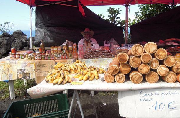 An Straßenständen verkaufen Erzeuger ihre frischen Waren. Foto: C. Schumann, 2016