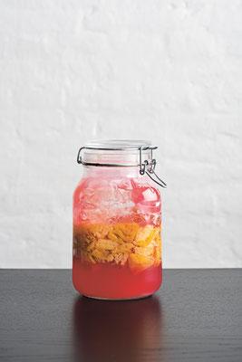 Geschmacksfülle im Glas: Fermentertes Obst und Gemüse entwickeln neue Geschmackswelten. Foto: Copyright Evan Sung / PR