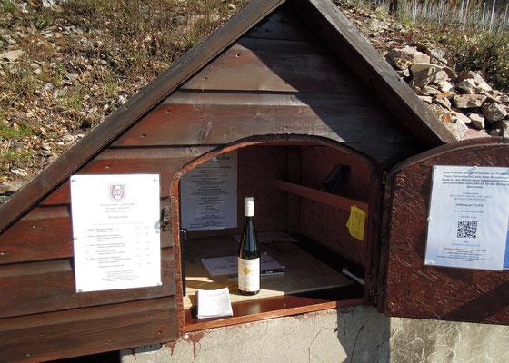 Stärkung am Wegesrand: Lokale Winzer bieten ihre Weine ab und an im Direktverkauf an. Foto: C. Schumann, 2017