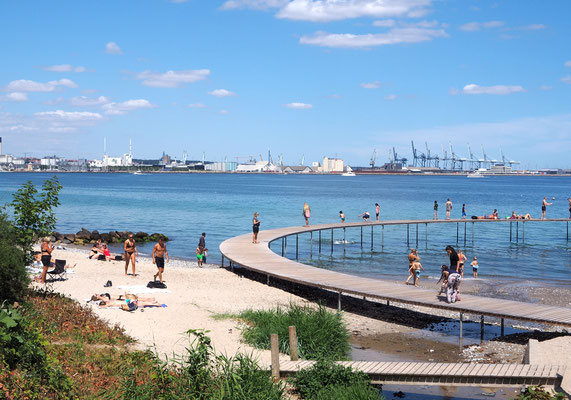 """Sommer an der """"Unendlichen Brücke"""" in Marselisborg südlich von Aarhus. Foto: C. Schumann, 2018"""