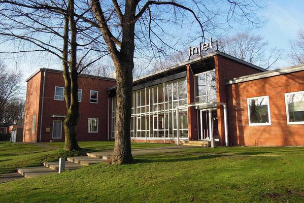 """Das Grimme-Institut: sehenswertes Gebäude aus den 1950ern und einst die """"Insel"""" und Sitz u.a. der Volkshochschule."""