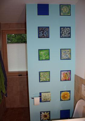 Papptellerserie auf Zwischenwand im Badezimmer, Susanna Schürch 2020