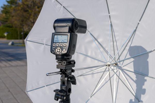 Manuelles Speedlite YONGNUO YN560 IV mit Durchlichtschirm