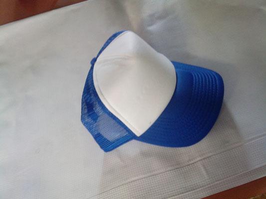 Gorra malla combinada blanca azul rey