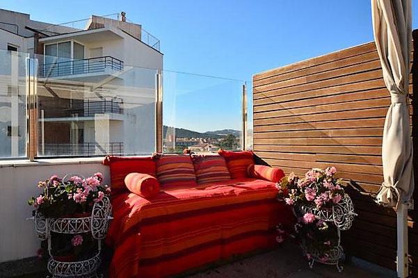 Апартамент в Испании со своим бассейном на верху террасы