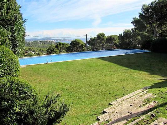 Квартира в Испании, Коста Брава, свой садик и красивый жилой комплекс с бассейном