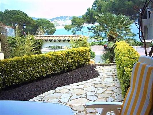 Квартира в Сагаро (S'agaró) со своим садиком и видом на море