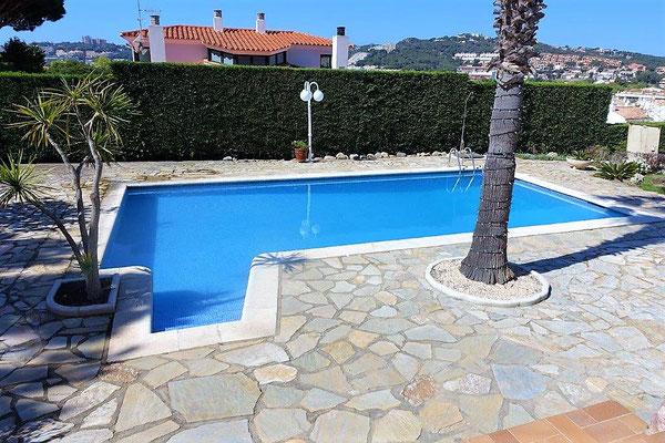 Дом находится в 300 метрах до моря (пляж Сант Пол), недалеко от пляжа Са Конка и от Порта Марина