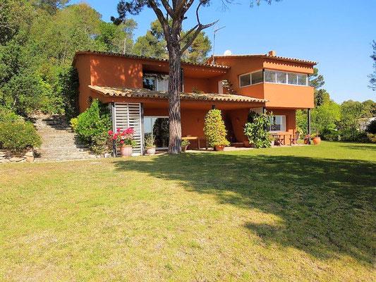 Дом построен по проекту знаменитого архитектора Пратс и Марсо