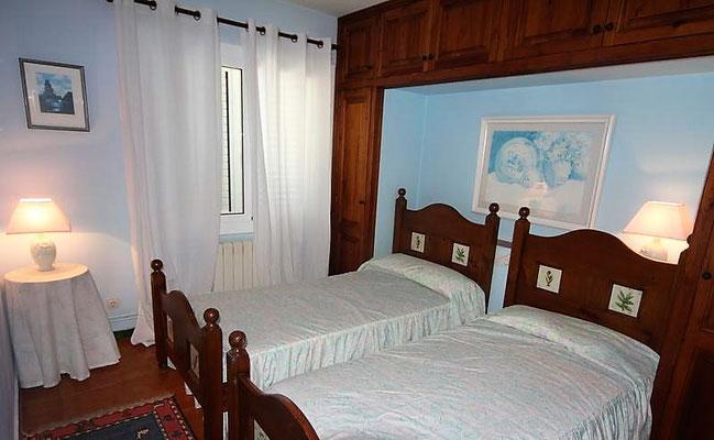 Дом имеет 4 спальные комнаты