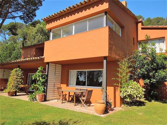 Дом находится в 5км от пляжей города Калейя, Льяфранк, Тамариу, Палс и Паламоса