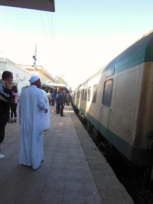 アスワンから電車でルクソールへ移動
