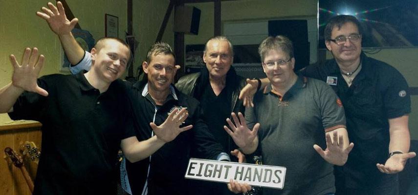 Eight Hands mit Peter Bond.