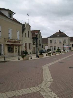 La mairie, et la rue Jean Nicolas