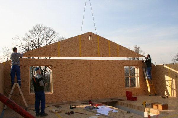 3 Dicembre: riprendono i lavori. Si montano le pareti del piano mansarda
