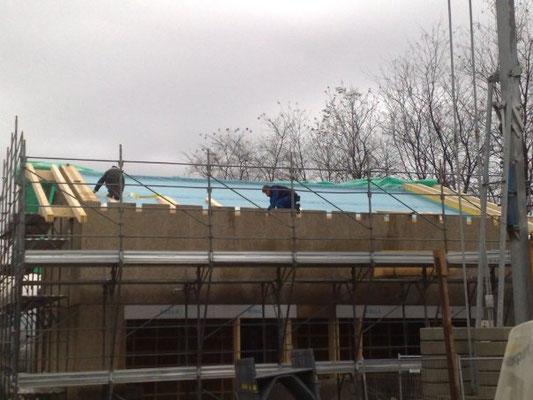 7 Dicembre: dopo altra paussa per neve, si inizia a montare il tetto
