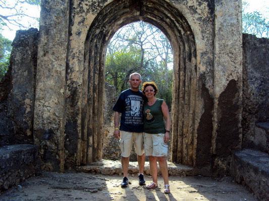 Giulia e Tony a Gede Rovine
