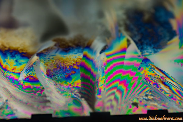 Eiskristalle unter Polfilter