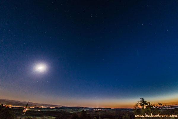 Links der sehr helle Mond, Blickrichtung Basel