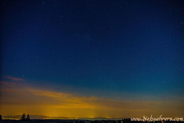 Sternschnuppe rechts oben