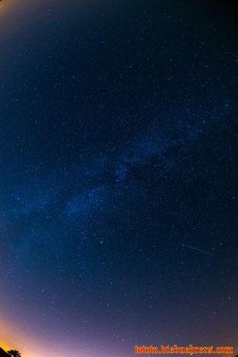 Sternschnuppe im rechten Bereich des Bildes