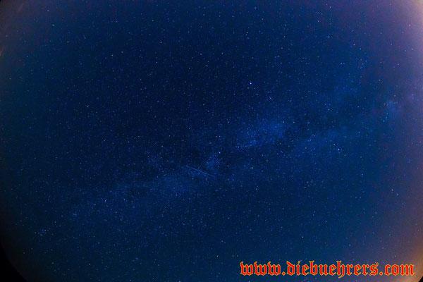 in der Mitte eine Sternschnuppe