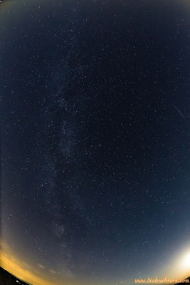 Sternschnuppe rechter Bildrand, langsam kommt auch die Milchstraße