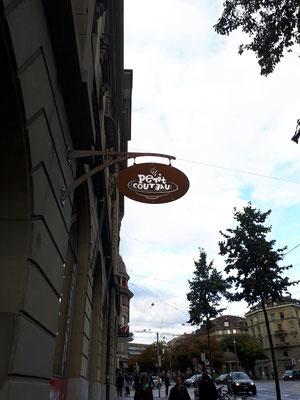 Umbau Ladenbau Architektur Einrichtung Dekoration Beschriftung Eingang